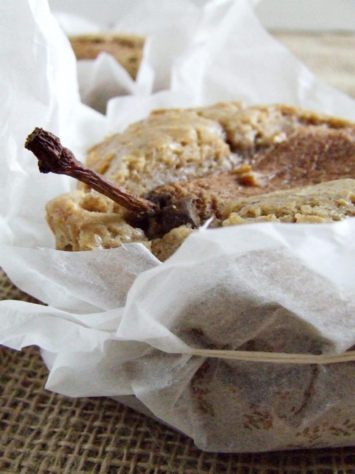 Pyszny gruszkowiec z białą czekoladą i masą orzechów