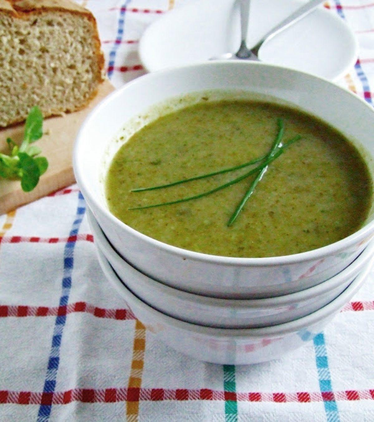 Zielona zupa z roszponki, brokuła i selera