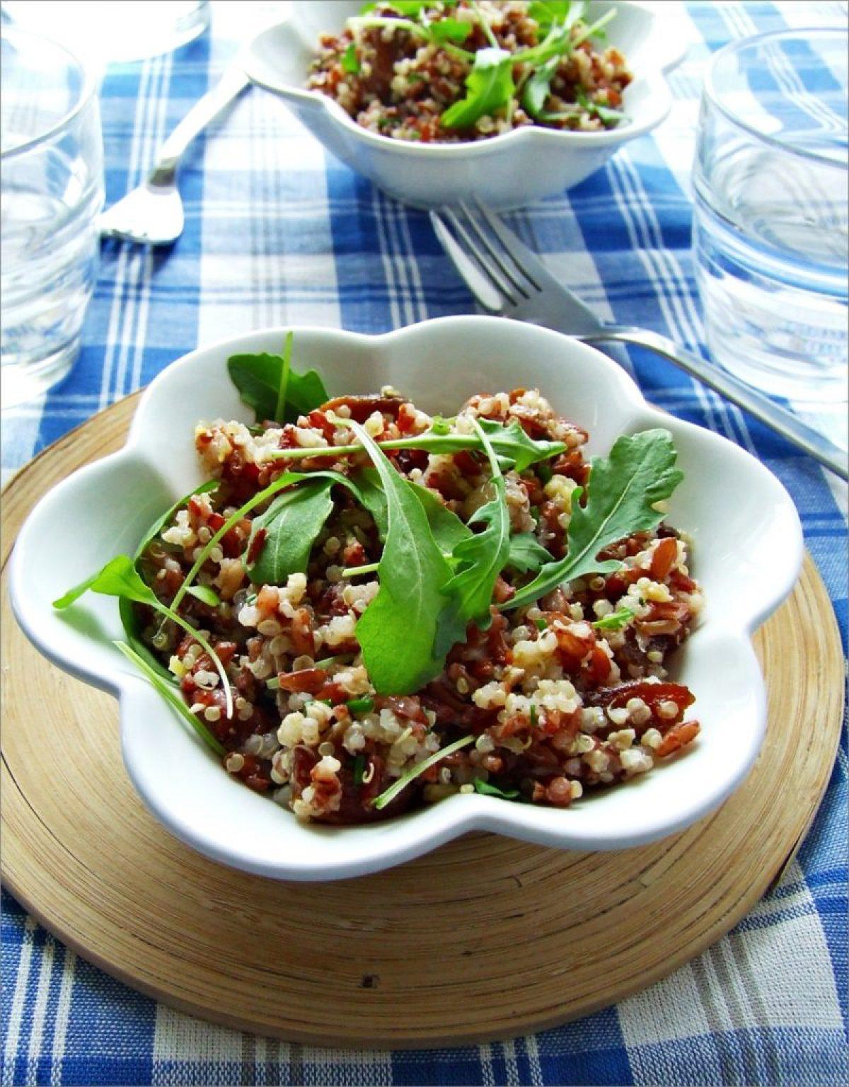 Czerwony ryż z quinoa i dodatkami