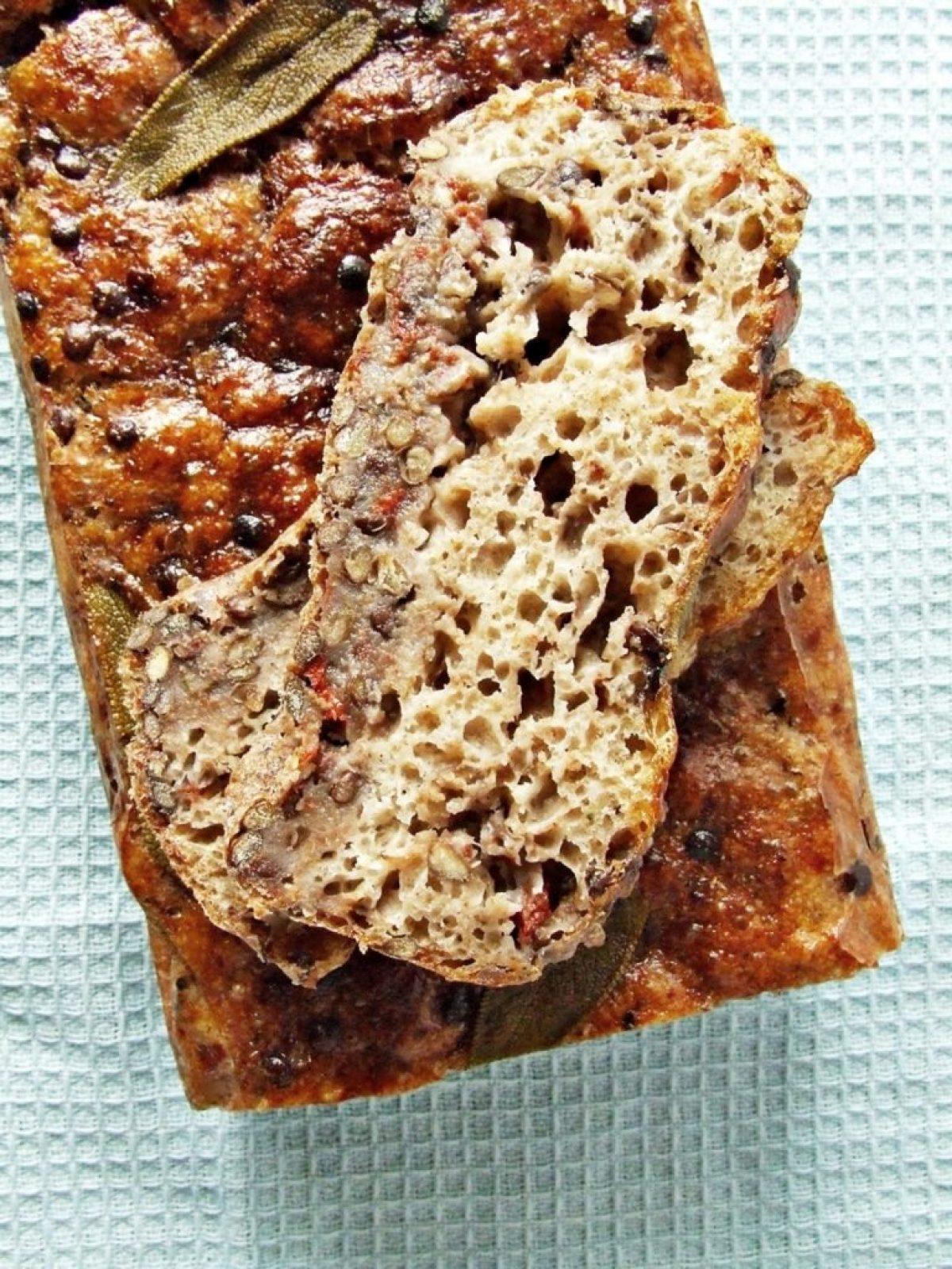 Chleb z czarną soczewicą i szałwią na Światowy Dzień Chleba