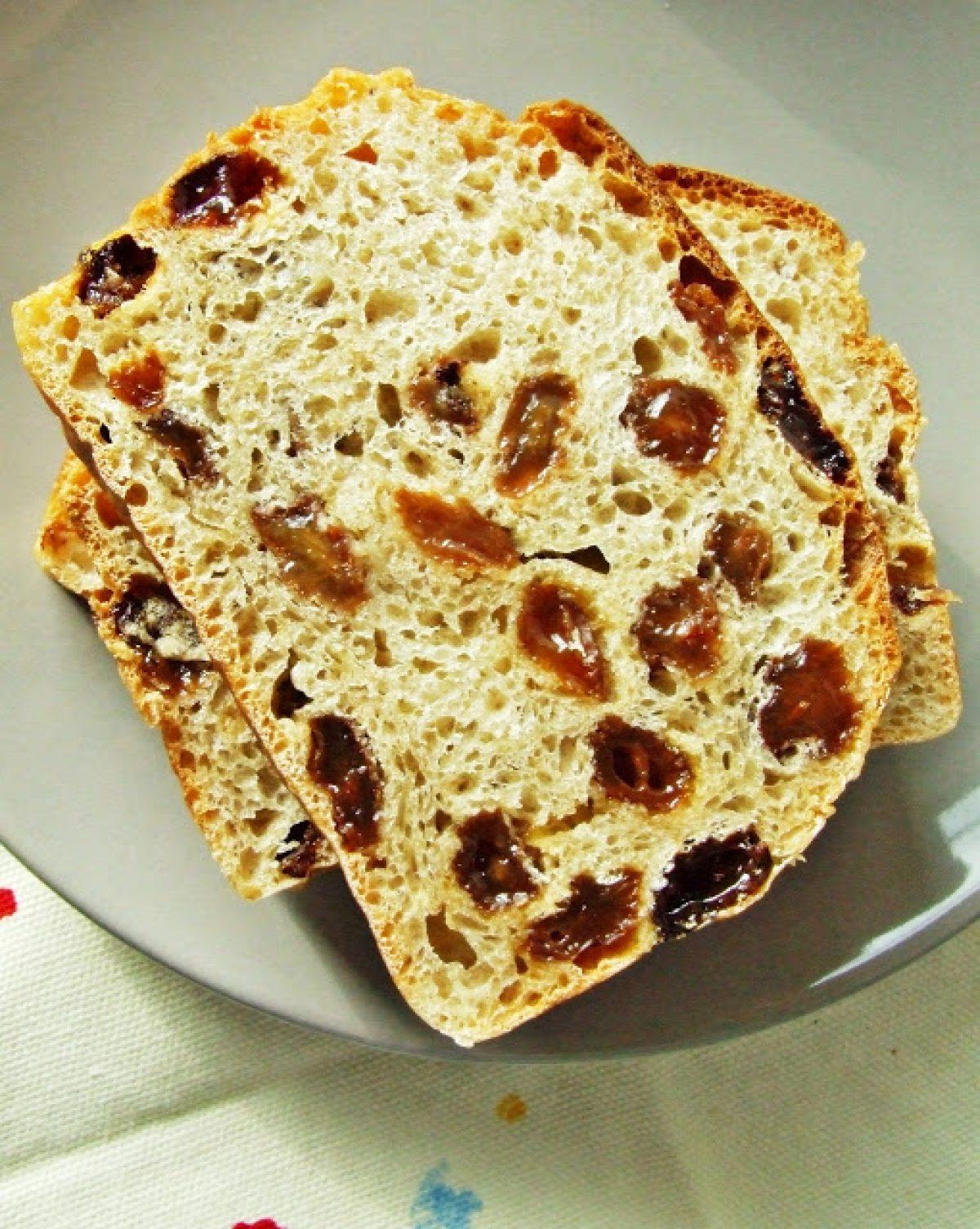 Zapiekanka z chleba i jabłek na śniadanie