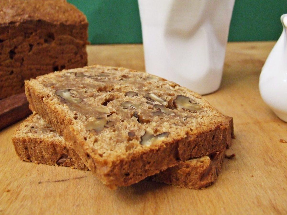 Razowy chlebek figowo-orzechowy z miodem i jogurtem