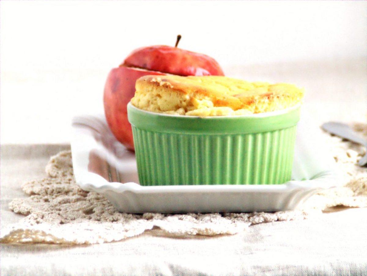 Wekendowe śniadanie – sufleciki serowe i jabłka zapiekane z granolą