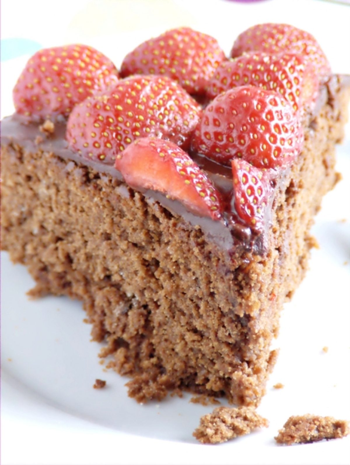 Czekoladowe ciasto z truskawkami