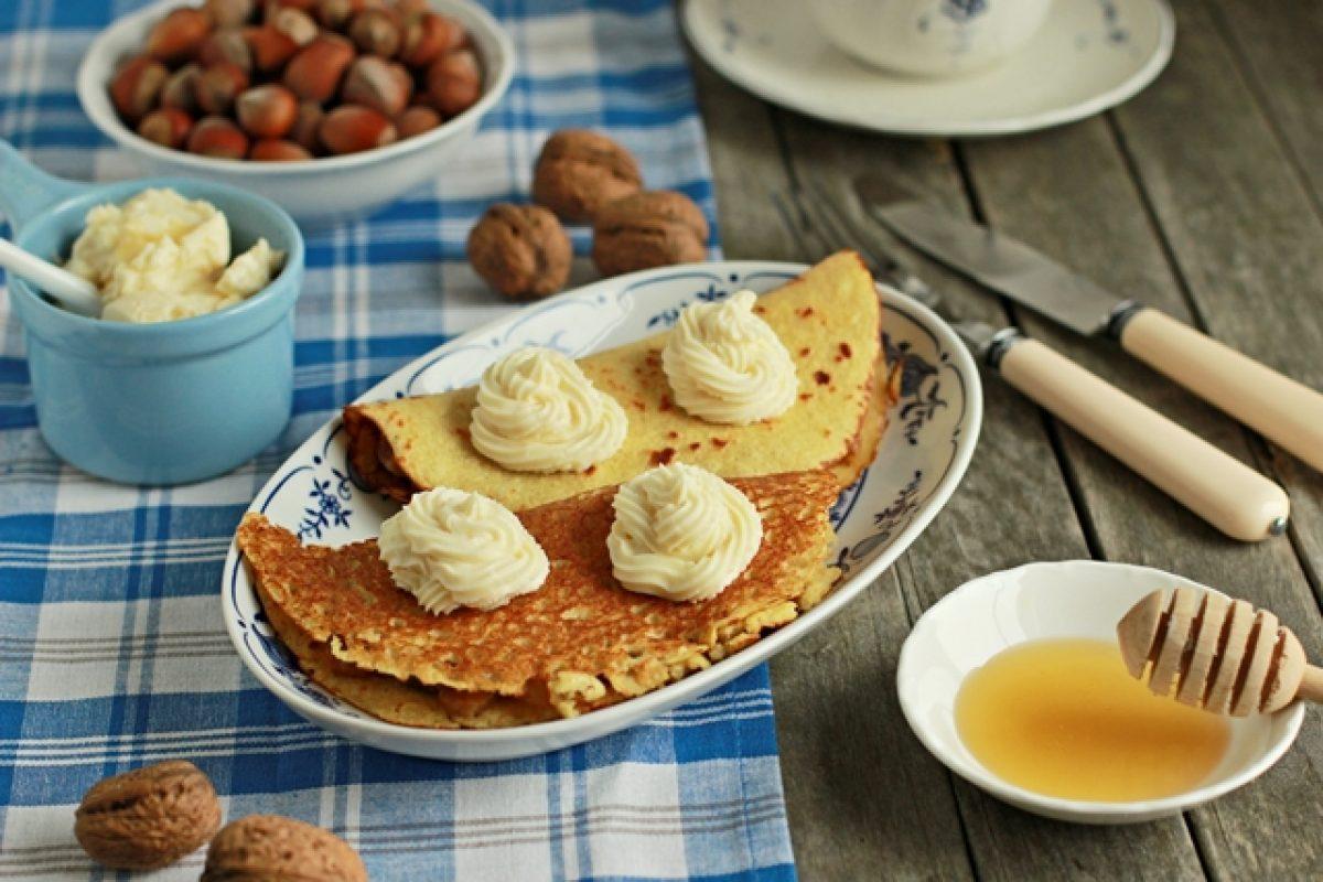 Naleśniki z mąki z quinoa z nadzieniem z fig i gruszek