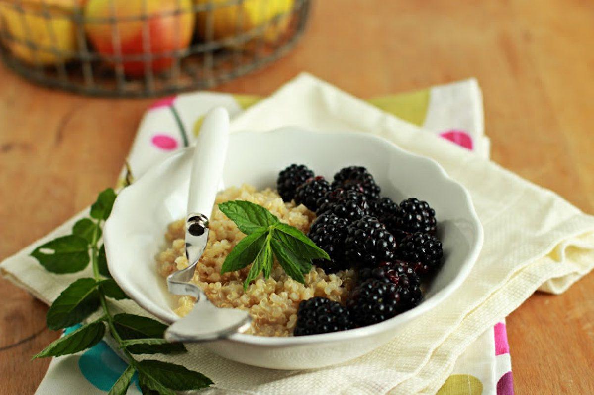 Waniliowa quinoa z jeżynami (wegańska, bez glutenu i bez cukru)