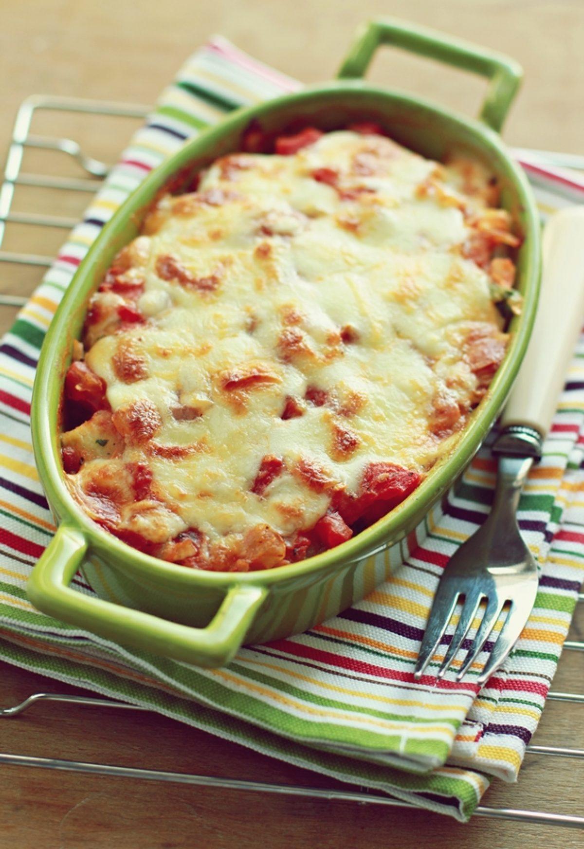 Kluseczki ziemniaczano-pietruszkowe zapiekane z sosem pomidorowym i mozarellą