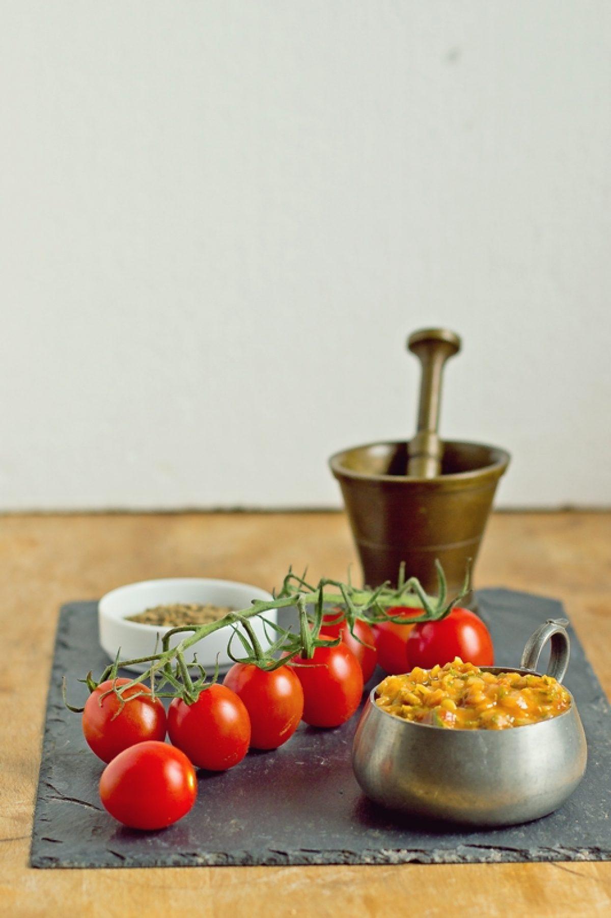 Sos pomidorowy z morelami i soczewicą