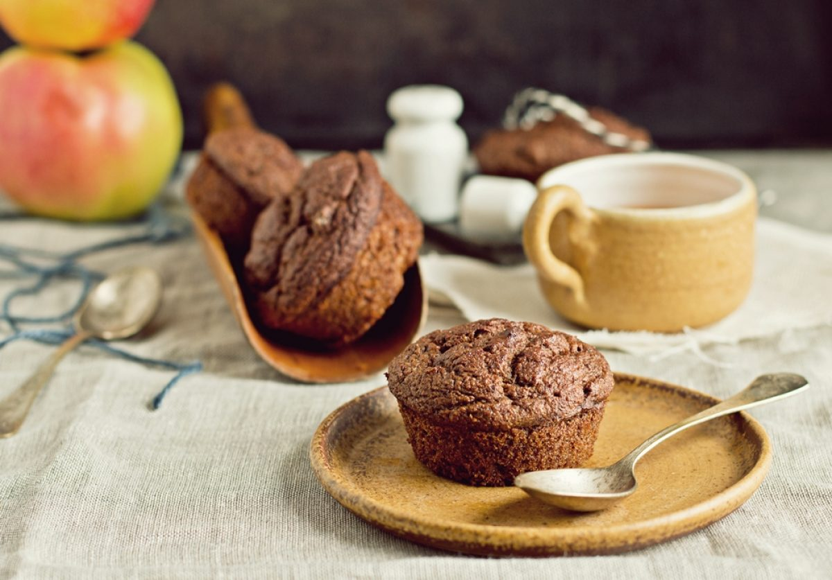 Przepyszne wegańskie muffinki daktylowo-jabłkowe (bez tłuszczu i cukru)