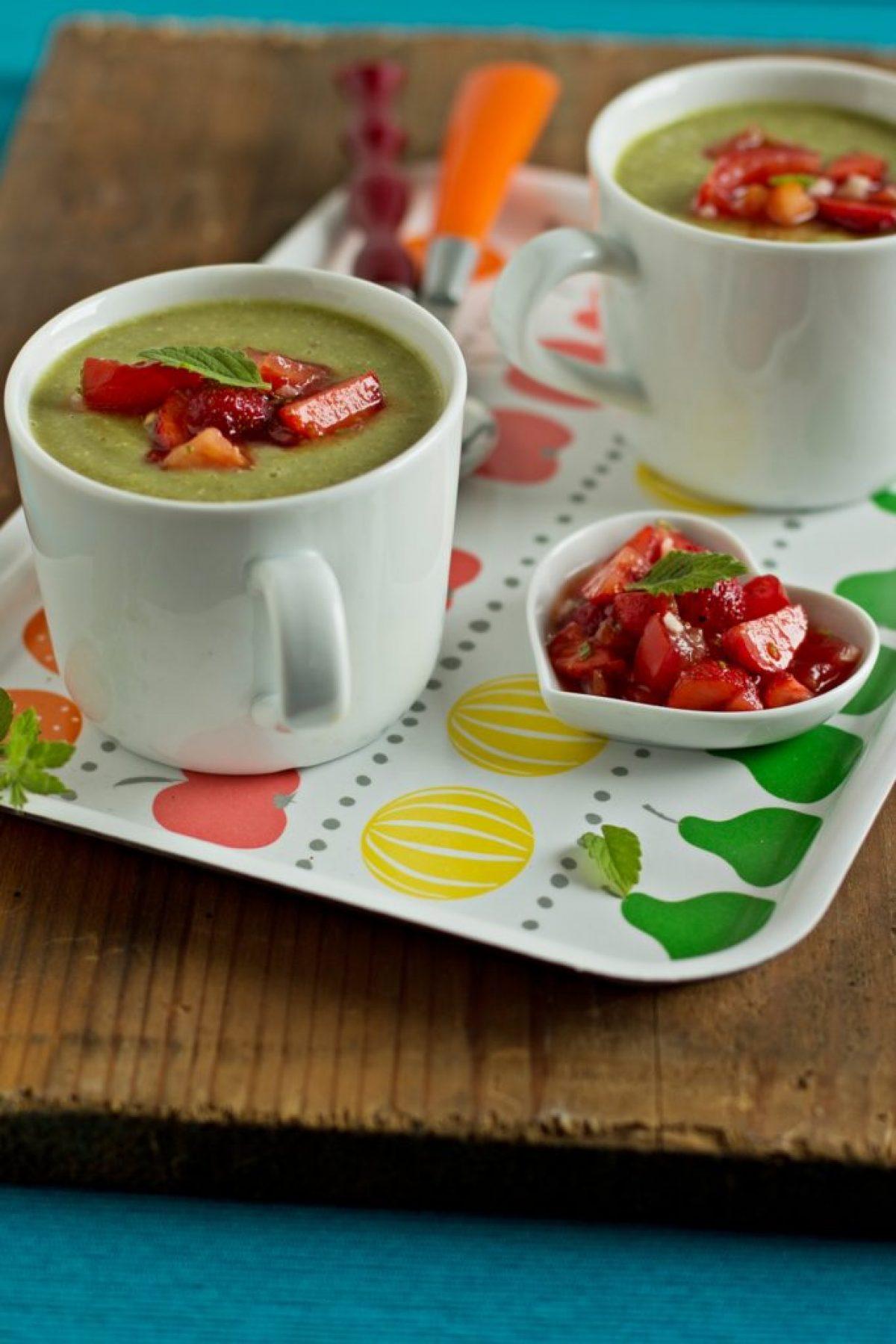 Bo(m)bowy krem z zielonym ogórkiem i salsą truskawkowo – pomidorową – Zielenina z Vitamixa!