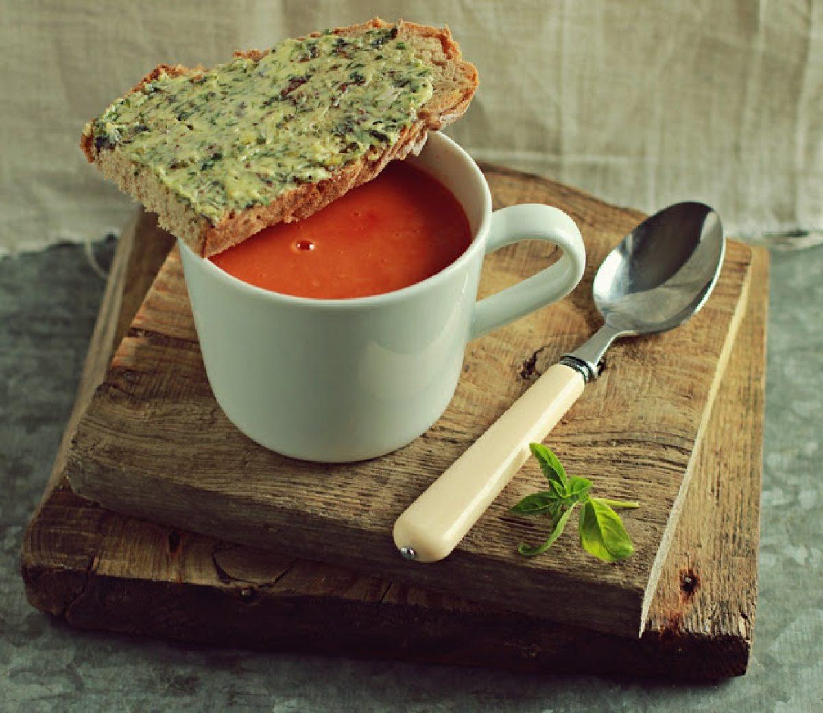 Krem z pomidorów pieczonych z czosnkiem – po prostu boski! :-)