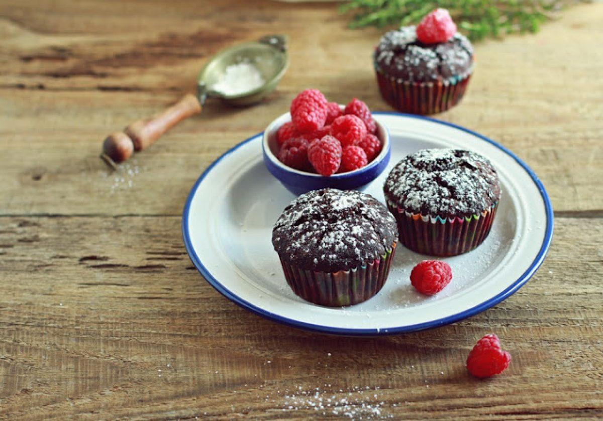 Wegańskie, bezglutenowe babeczki czekoladowe z malinami! Pyszne i proste :-)