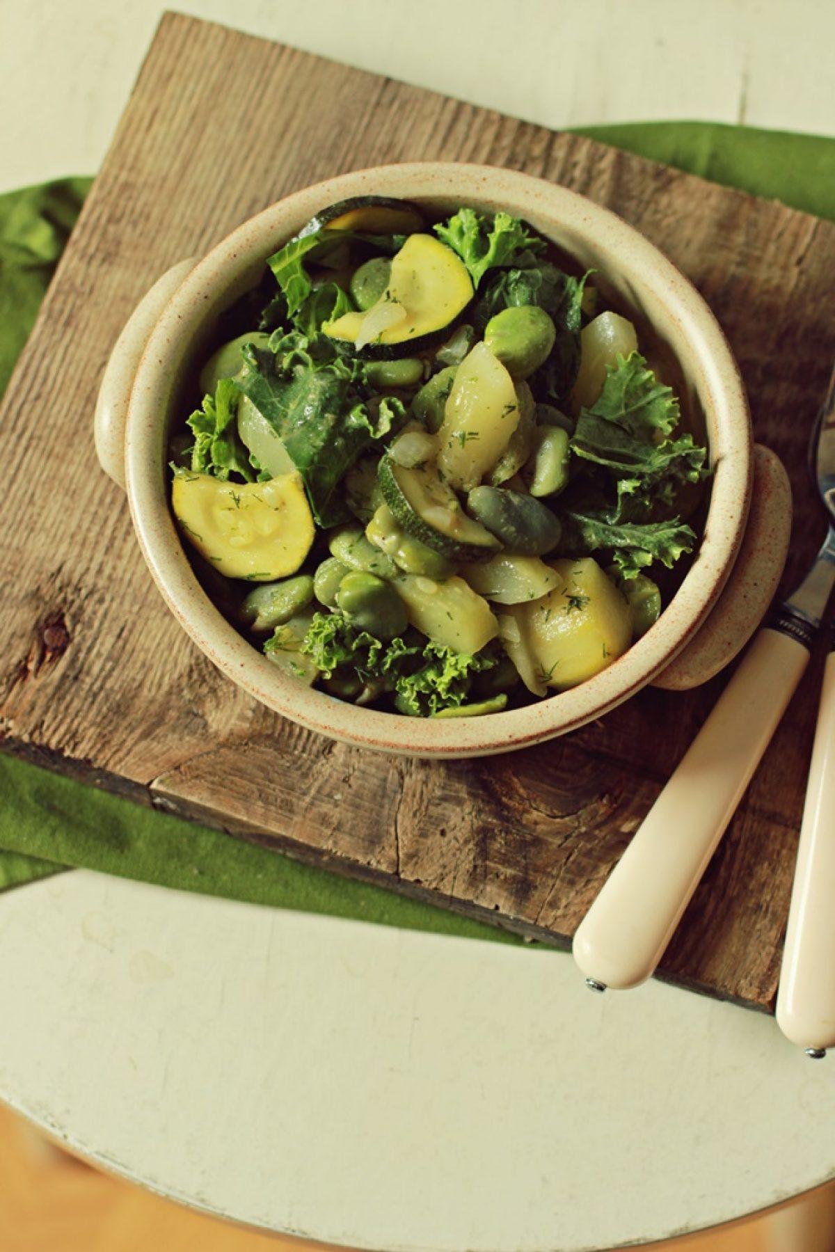 Zielone curry z bobem, ogórkami i jarmużem – pyszny i prosty obiad!