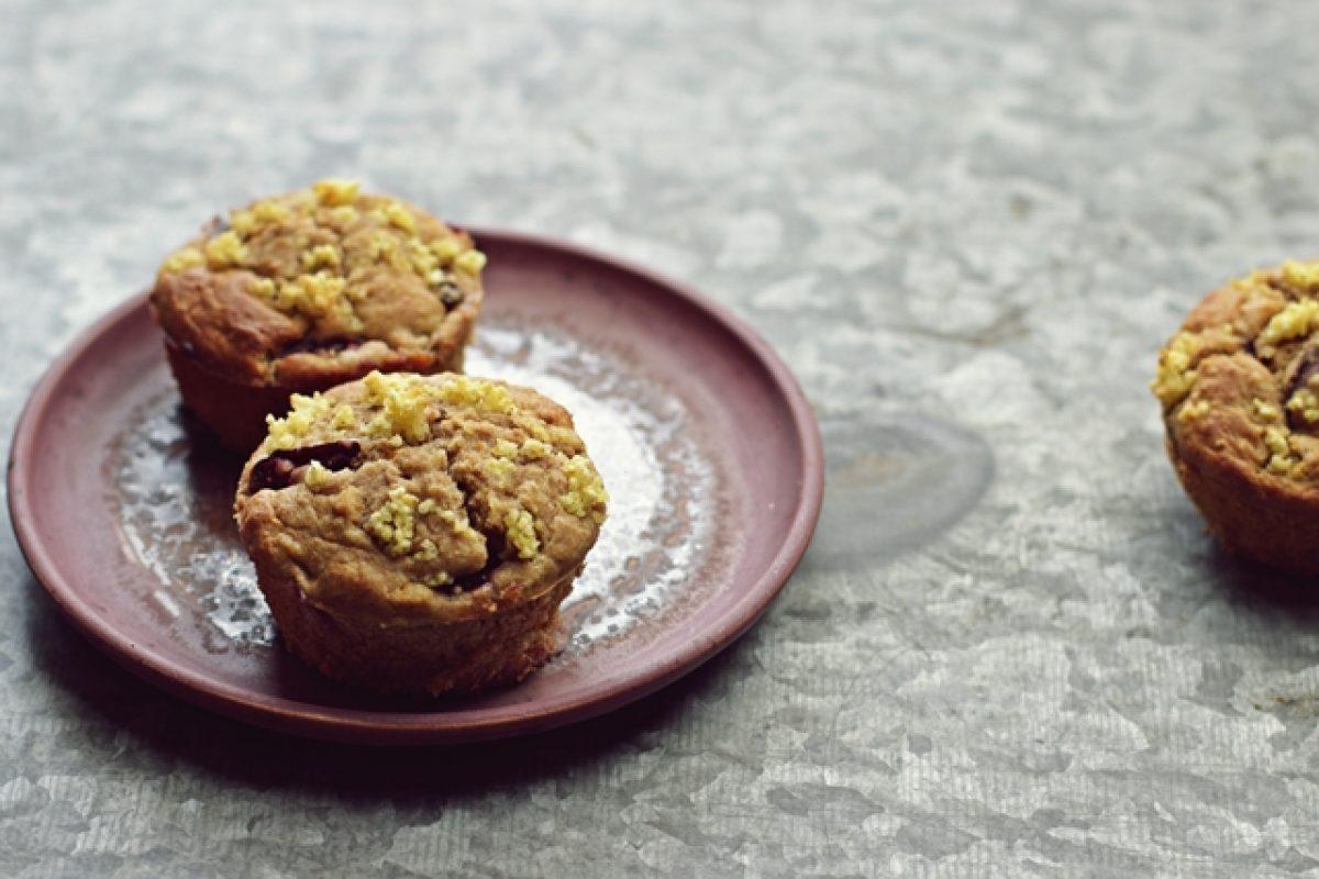 Wegańskie muffinki z kaszą jaglaną i śliwkami. Zielenina dla niejadka.