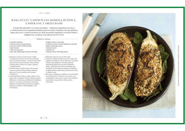 zielenina na talerzu bakłażany nadziewane komsą ryżową zapiekane z orzechami