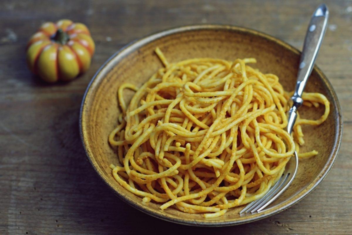 Prosty sos dyniowo-pomidorowy. Minimalistyczne gotowanie.